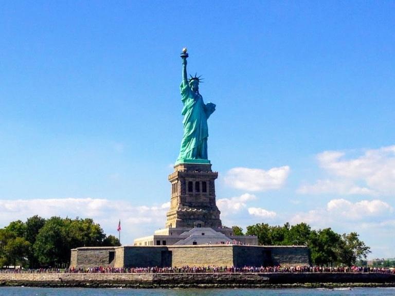 32. Statue